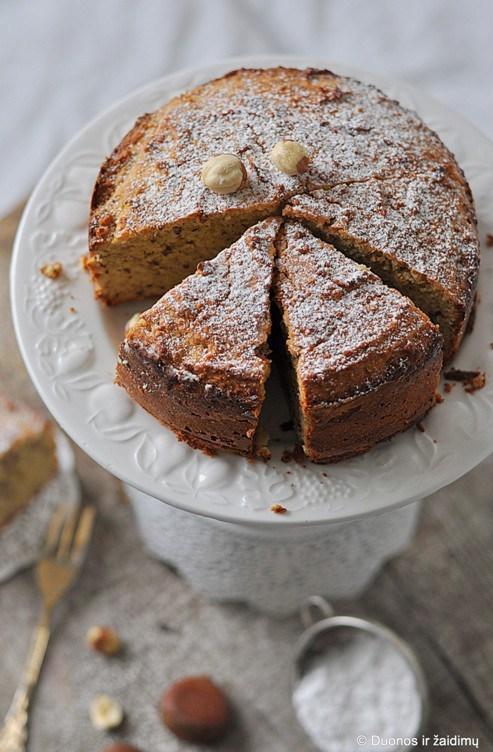 pyragas-su-kastainiais