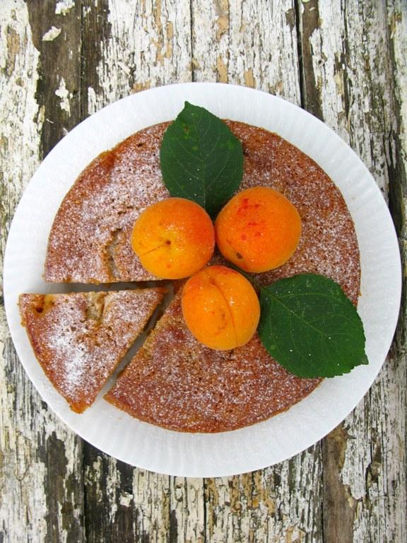 marcipanu abrikosu pyragas