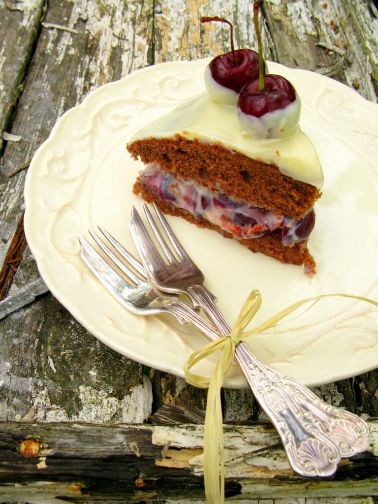 Pyragas su tresnemis ir baltuoju sokoladu