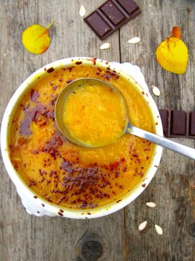 Moliugu ir morku sriuba su kokosu pienu ir sokoladu