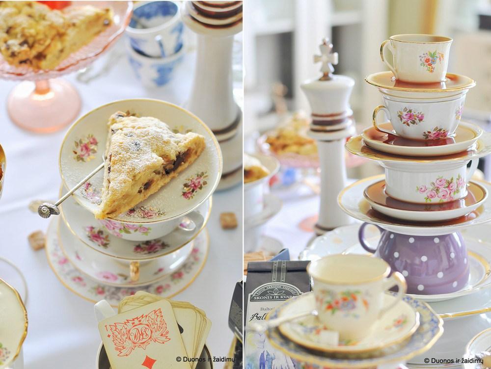 Alisos arbatėlė. Scones su sokoladu ir kriausemis